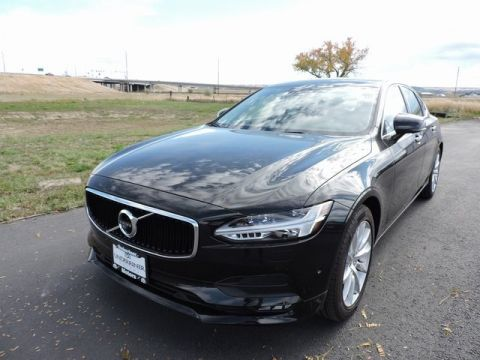 New 2017 Volvo S90 T6 Momentum with Navigation & AWD
