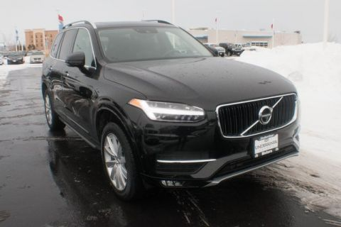 New 2018 Volvo XC90 T5 Momentum with Navigation & AWD