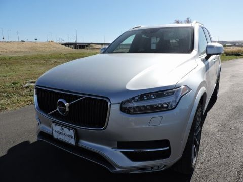 New 2018 Volvo XC90 T6 Momentum with Navigation & AWD